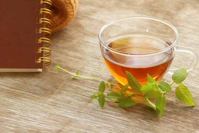 麦茶の葉酸含有量はどのくらいか